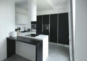 Top cucina in Laminam bianco assoluto e nero assoluto