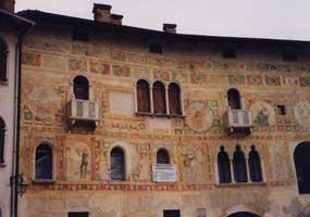 Ripristino archi e colonnine delle finestre in facciata
