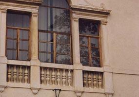 Ripristino colonnine delle finestre in facciata
