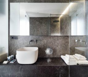 Bagno moderno e di design in Laminam