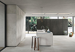 Top e rivestimento cucina in Laminam calce grigio